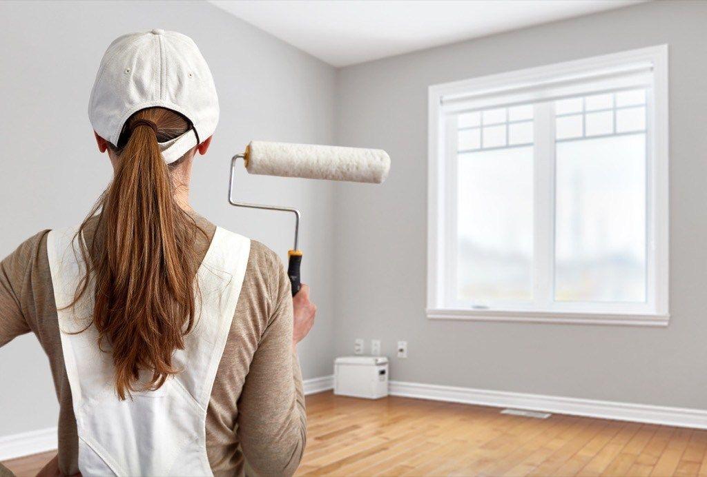 Làm mới bằng cách sơn lại tường